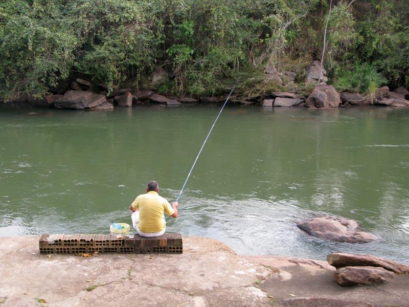 Resultado de imagem para fotos homem pescando
